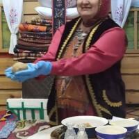 В Абзелиловском историко-краеведческом музее школьники изучают национальную кухню башкирского народа, в рамках Года здоровья и активного долголетия