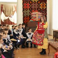 Занятия с игровыми элементами «Бабушкин сундучок» с учащимися Башкирского лицея №136 г. Уфы