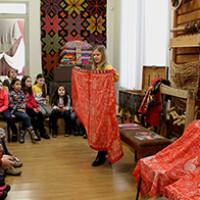 7 февраля 2020 г. в Национальном музее Республики Башкортостан прошло два занятия с игровыми элементами «Бабушкин сундучок»