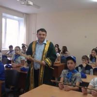 Сотрудник Национального музея Республики Башкортостан ознакомил участников выездной школы «Юный географ-исследователь» с башкирскими национальными музыкальными инструментами